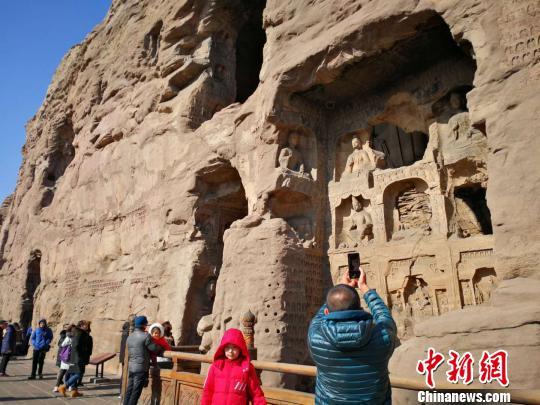 云冈石窟其中既有印度、中西亚艺术元素,也有希腊、罗马建筑造型、装饰纹样、相貌特征。 杨杰英 摄
