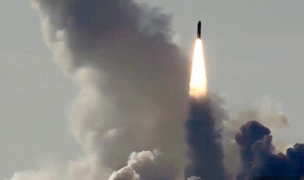 喂,我们的洲际导弹堵路上了!