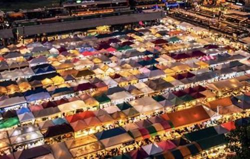 曼谷吃喝玩乐聚集地—拉查大火车夜市2.jpg