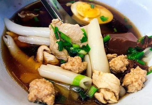 用50泰铢带你吃一碗地道泰国街头小吃!1.jpg