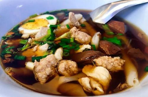 用50泰铢带你吃一碗地道泰国街头小吃!2.jpg