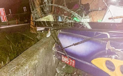 载大陆游客游览车在台出车祸10名伤者均无碍出院