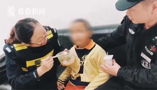 7岁男孩患脑瘫被弃医院 衣服里缝了1000元和一封信