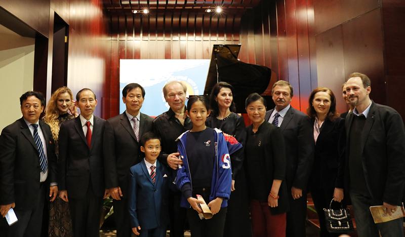 俄罗斯人民艺术家尤里·罗祖姆钢琴音乐会在京举行