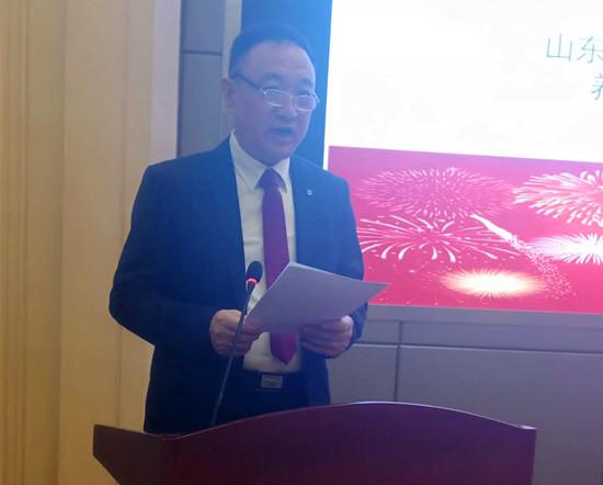 图一:山东省营养保健食品行业协会副会长、市场专委会主任赵铁锁_副本.jpg