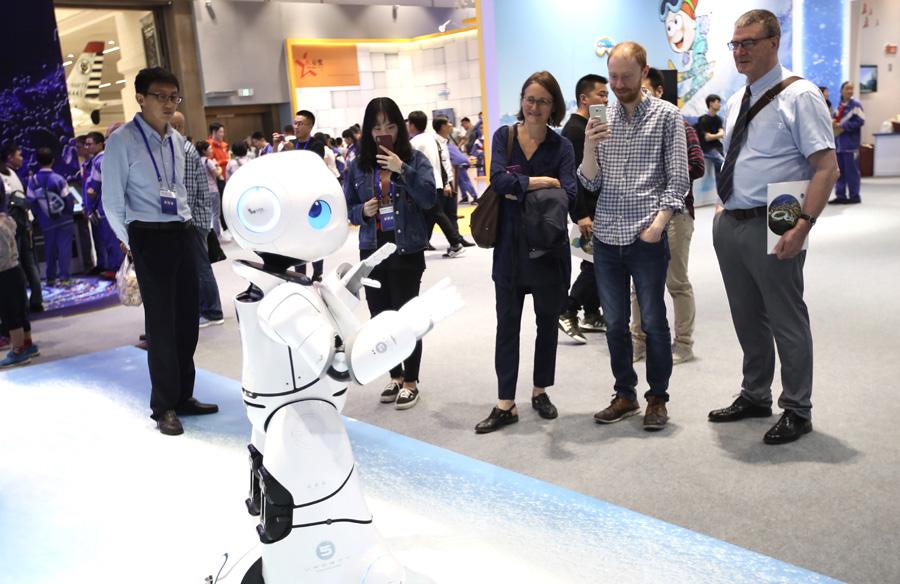 类人型机器人演示跳舞。(摄影:中国日报记者 邹红).jpeg