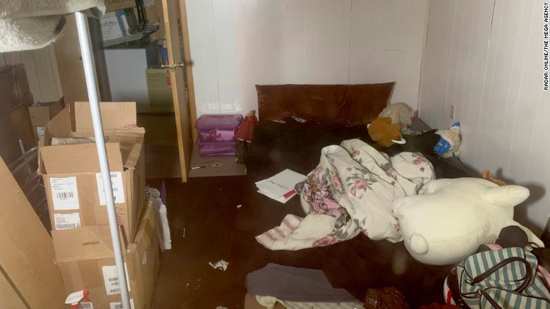 在她的父母被杀害的10月份失踪的Jayme告诉当局她经常在家里的床下设置障碍物。< br />