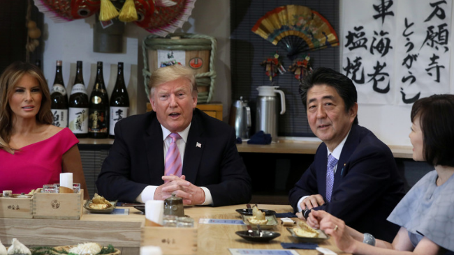 日本刚解禁美国牛肉就招待特朗普日民众不满