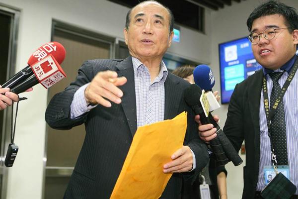 """王金平(中)。(图片来源:台湾""""中时电子报"""")"""