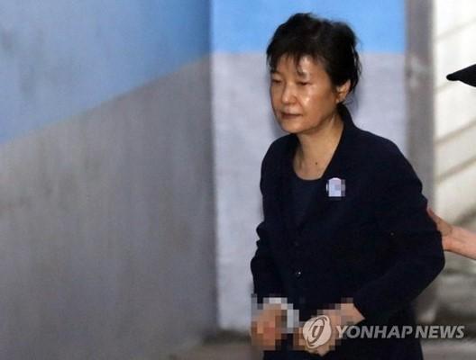 朴槿惠私吞国安费被判6年 检方嫌太轻:判她12年