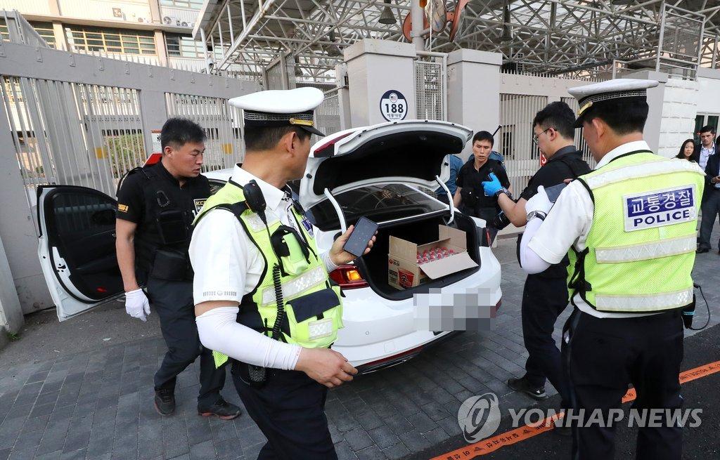 韩国男子驾车冲撞美国驻韩大使馆 车内发现20个瓦斯罐