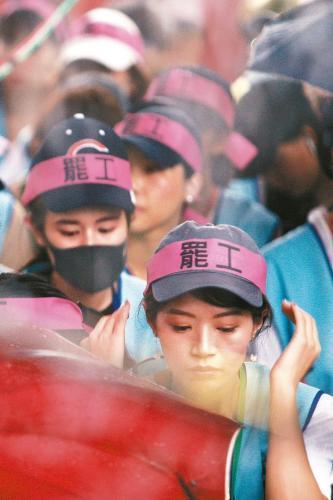 长荣航空罢工后续:32名空服员要求工会归还证件