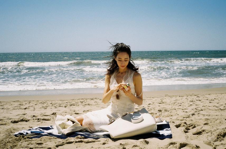 张钧甯沙滩写真 释出浪漫唯美夏日气息