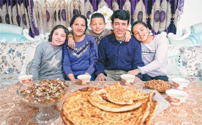 """新疆是个好地方:""""日子像哈密瓜一样鲜甜"""""""