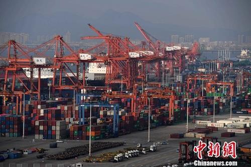 资料图:繁忙的厦门港。 <a target='_blank' href='http://www.chinanews.com/'>中新社</a>记者 张斌 摄