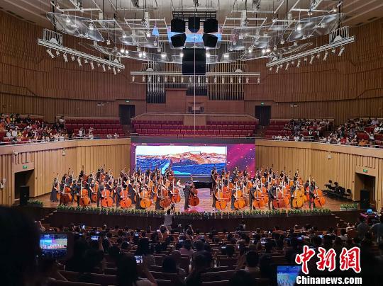 中外低音提琴演奏家长沙奏响音乐节搭建国际交流平台