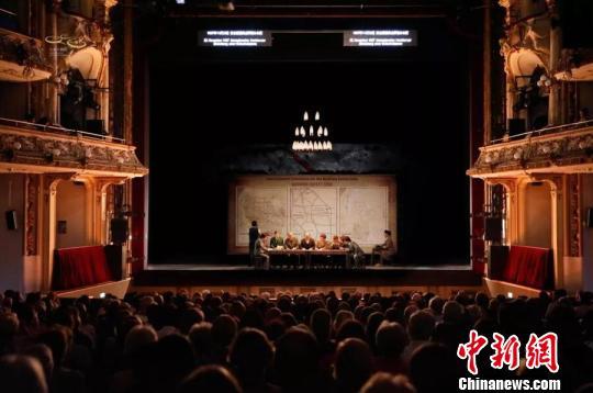 精湛的舞台表现令欧洲观众响起了长久的掌声。剧团供图