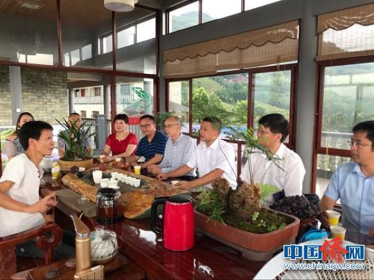 交流团一行赴福安市社口镇茗科坦洋工夫优质茶业基地交流。 夏芳 摄