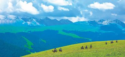 盛夏:新疆喜迎八方客
