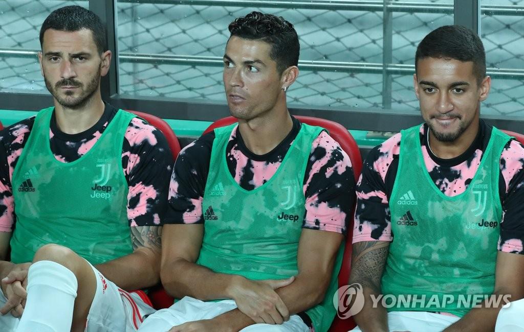 7月26日下午,首尔世界杯体育场,对阵K联赛全明星队的尤文图斯队C罗坐在替补席上