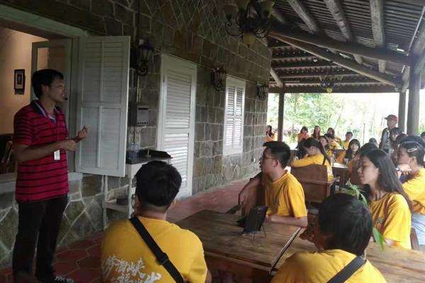 两岸大学生参观宜夏别墅。