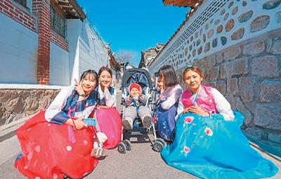 中国人出境游越来越有个性