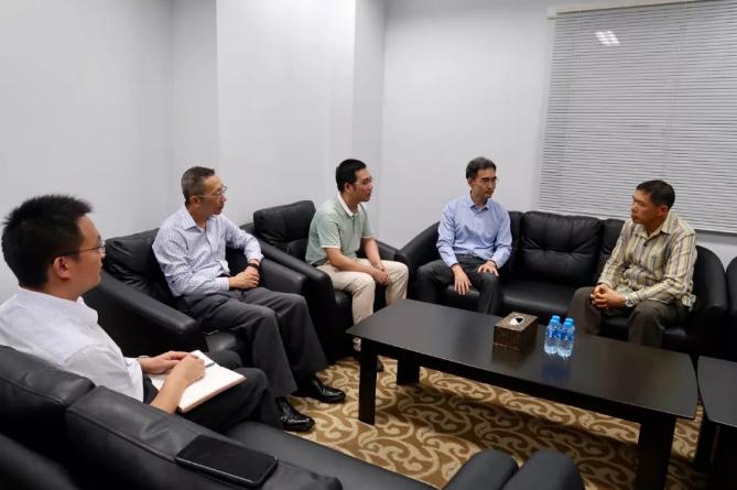 中国旅行团老挝遇车祸 中方联合工作组约见老挝外交部官员