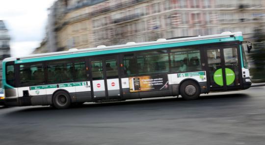 公交车上一见钟情 巴黎八旬翁痴心寻她终重逢