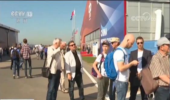 "<b>""中俄明星""CR929首次海外亮相 参观者:它将是未来的飞机</b>"
