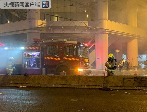 香港暴力示威者纵火及刑事毁坏 警方逮捕多人