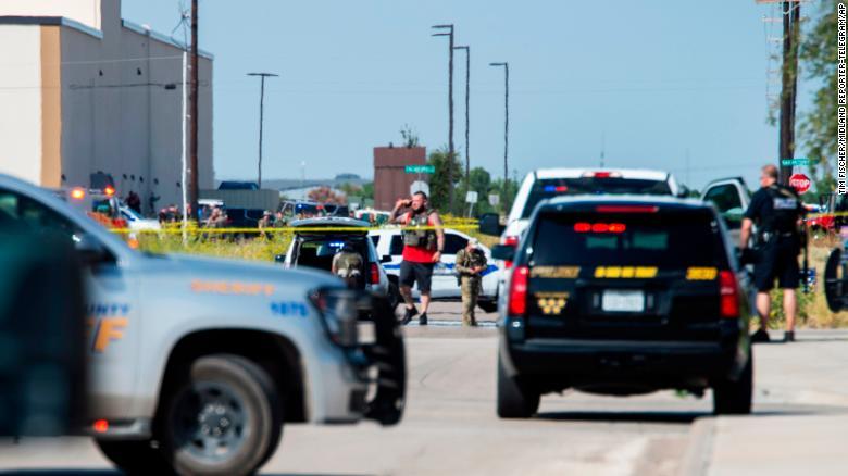 美国得州枪击案死亡人数升至7人 仍有枪手在逃