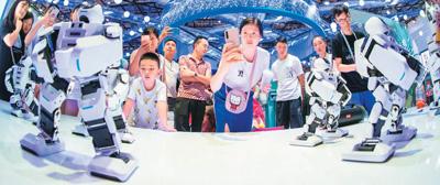 <b>直击2019中国国际智博会:中国智能范儿酷炫山城</b>