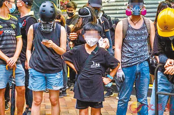 心痛!香港13岁少年带汽油弹上街,若有不慎可能成一团火球