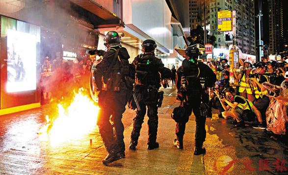 <b>香港39名建制派议员谴责8·31暴行:无法无天</b>