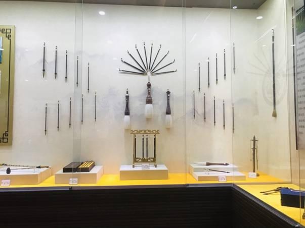 莱州状元笔展示基地展出的毛笔2