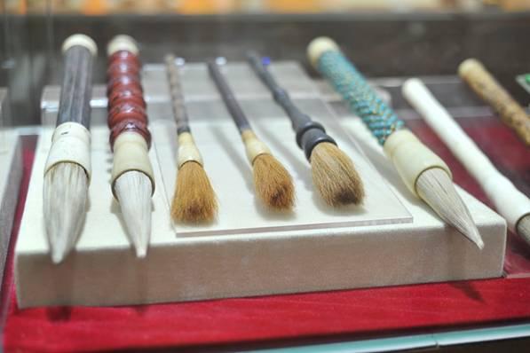 莱州状元笔展示基地展出的毛笔