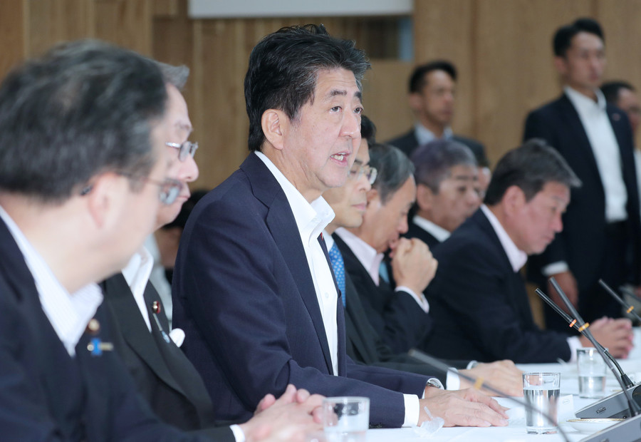 安倍称下周改组日本内阁 自民党高官去留成焦点