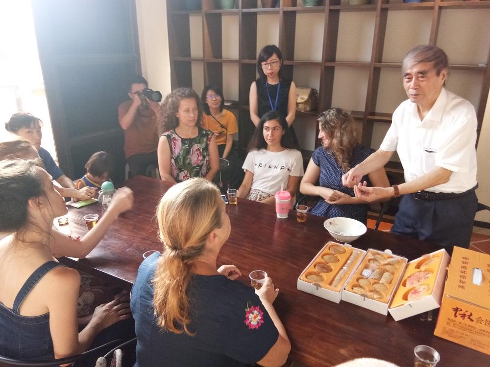 妈祖外籍敬仰者体验博饼文化