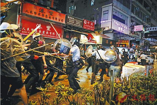 外交部:当前香港的游行示威已演化为极端暴力行动