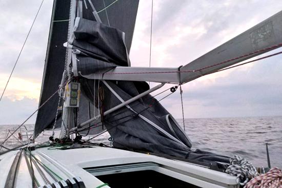 远东杯日本队帆杆折损 俄罗斯七尺队胜利在望