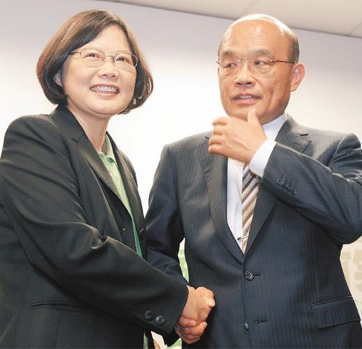 苏贞昌谢长廷退选,蔡英文发声明坚持选到底。(台媒图)