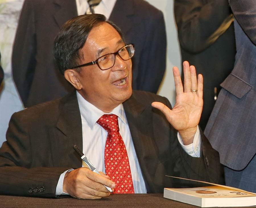 """港台腔:台湾政治沦为""""口水仗"""",陈水扁又出来作"""