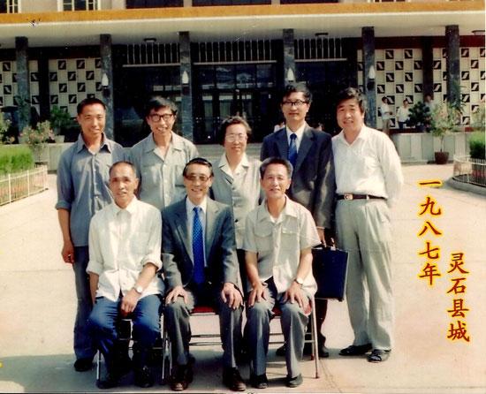侯桢生(前排中)与亲友在灵石县留影.jpg