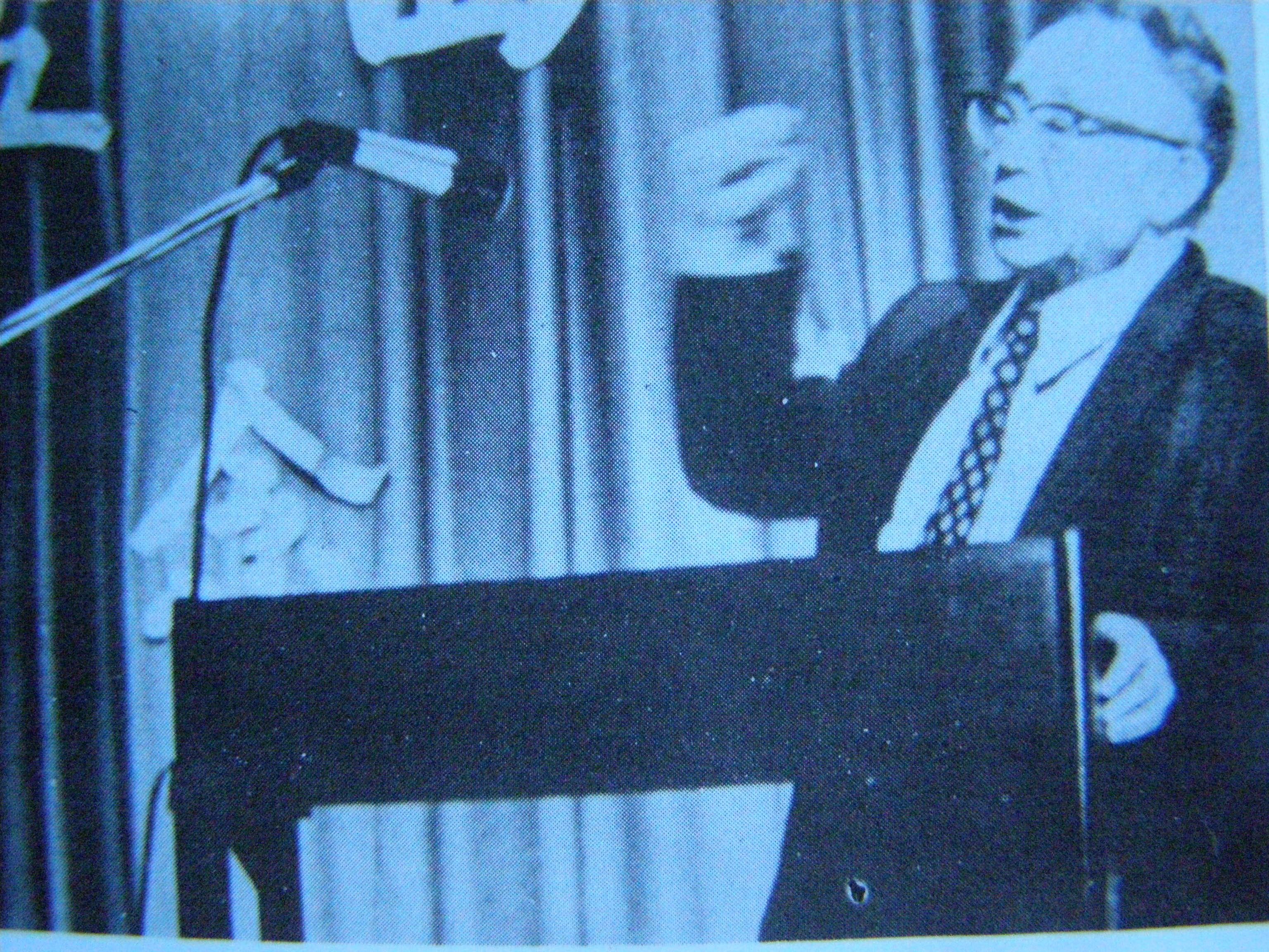 任之恭在讲演1975年于芝加哥大学.jpg