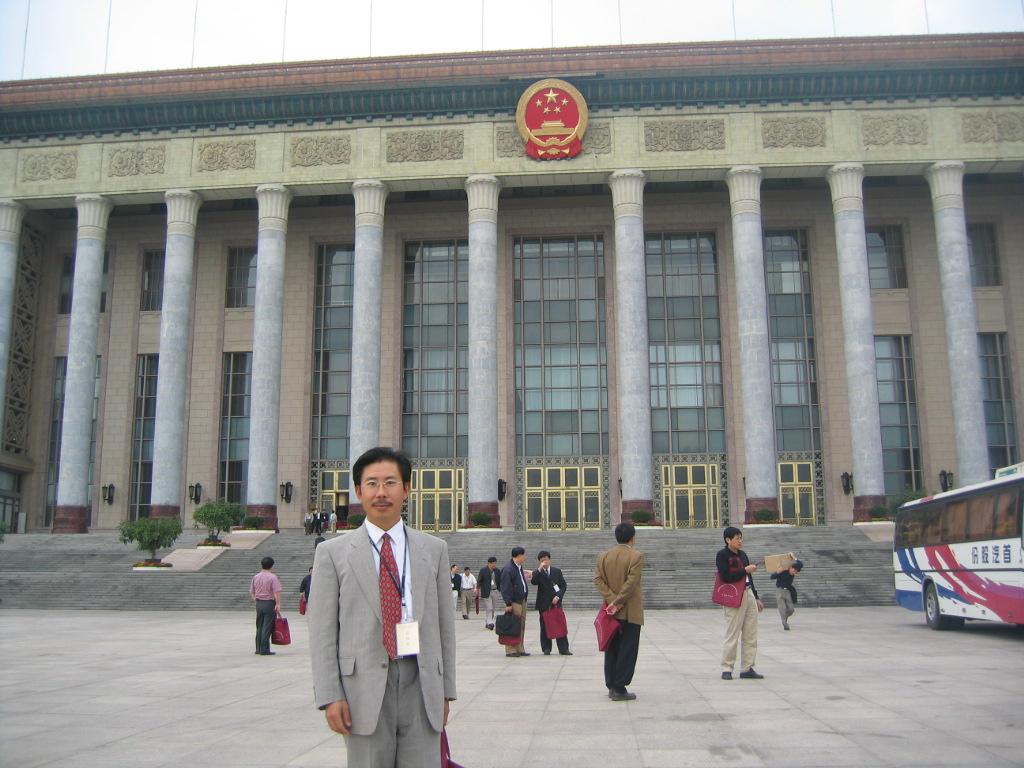 李星教授获颁留学人员回国成就奖.jpg