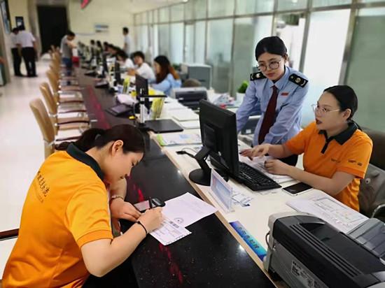 东营税邮合作在全省率先开通涉税资料寄递业务 (3)_副本.jpg