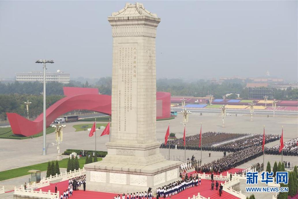烈士纪念日向人民英雄敬献花篮仪式在北京天安门广场隆重举行。 新华社记者刘彬摄.png
