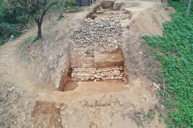 """韩国发现千年石城遗址:长450米 被赞有""""划时代""""意义"""