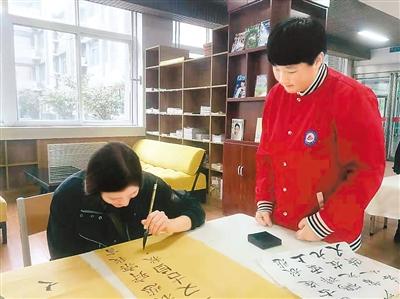 汉字为媒 书写中国故事
