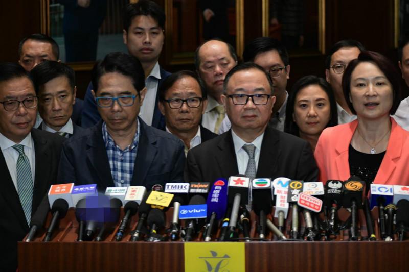怒斥袭击行为等同蓄意谋杀!香港建制派:绝不会因此退缩